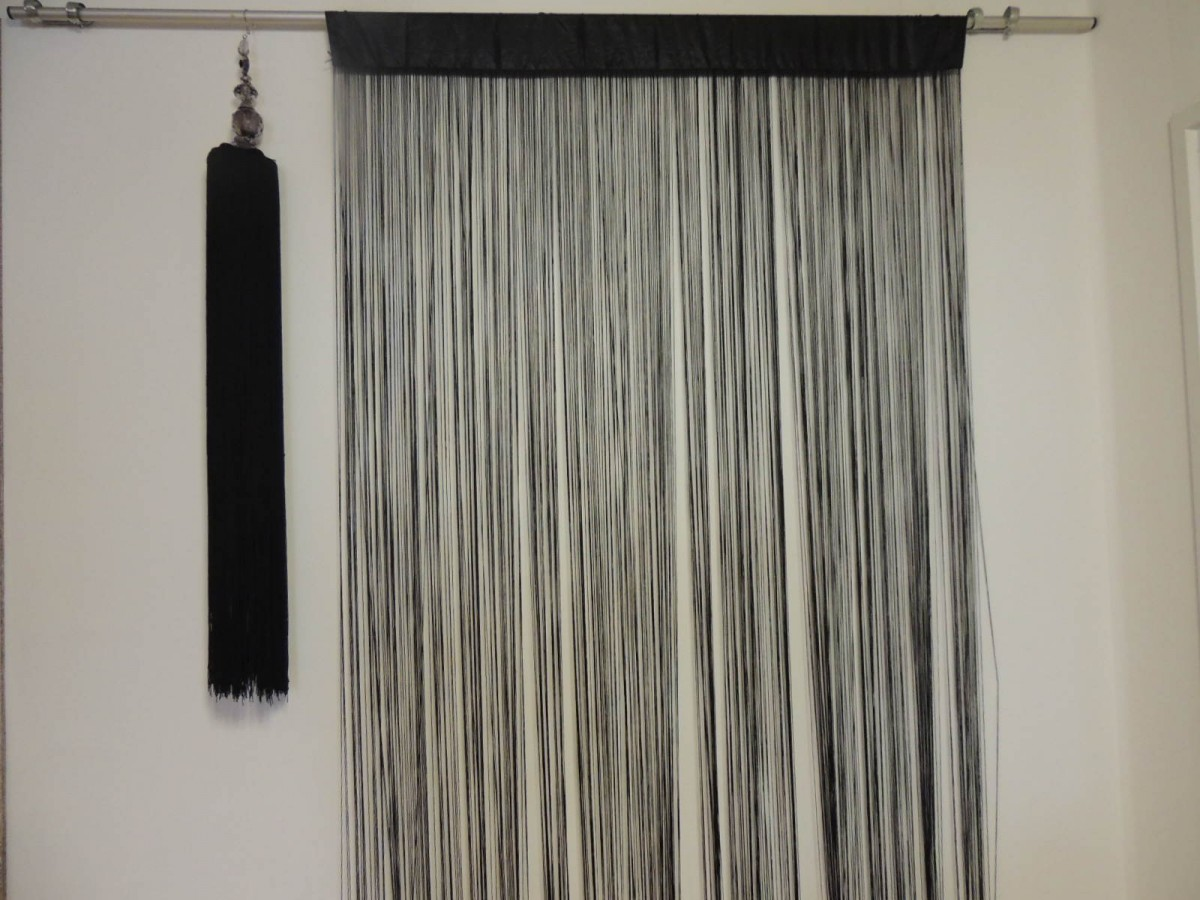2 tlg set fadenvorhang fadenstore und quaste fadenquaste in schwarz sch ner wohnen gardinen. Black Bedroom Furniture Sets. Home Design Ideas