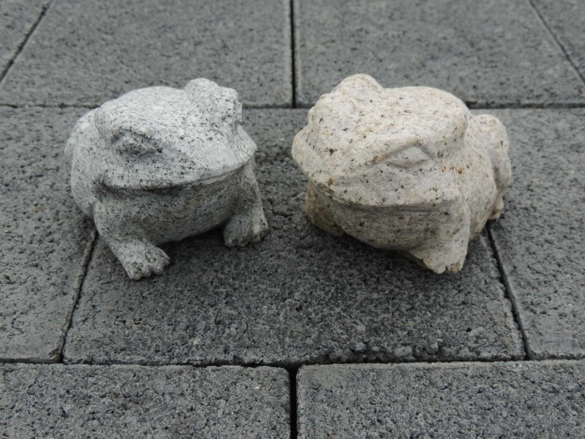 Frosch p rchen kr te aus naturstein gartendeko teichdeko for Gartendeko auf rechnung
